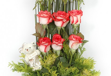 Arranjo de rosas e pelúcia