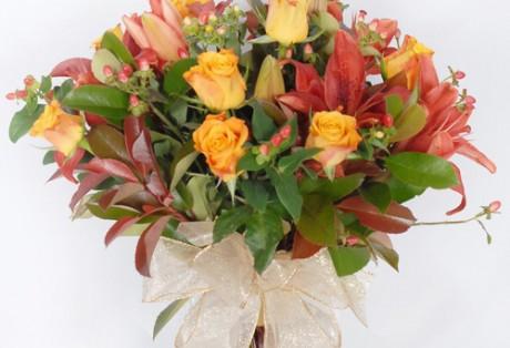 Buque de rosas amarelas e lirios